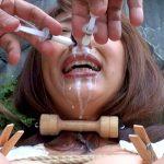羞恥願望のドM熟女女優を強制露出させて鼻牛乳責め・鞭打ち蝋燭する野外SM動画