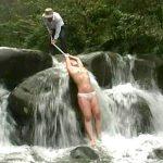被虐願望の人妻が山奥の滝で緊縛され滝責めスパンキングを受ける野外露出SM動画